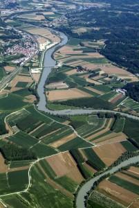 Vedute aeree della Valle del Tanaro in Provincia di Asti.