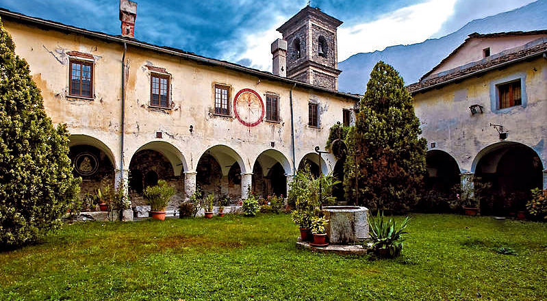 Piemonte Novalesa abbazia chiostro | Piedmont Novalesa abbey cloister